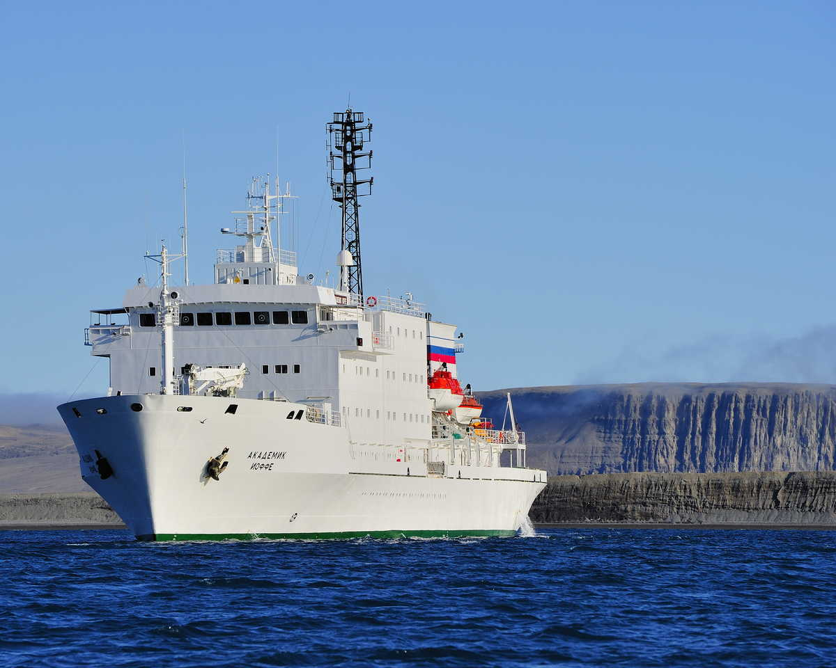 Akademik Ioffe in the Arctic