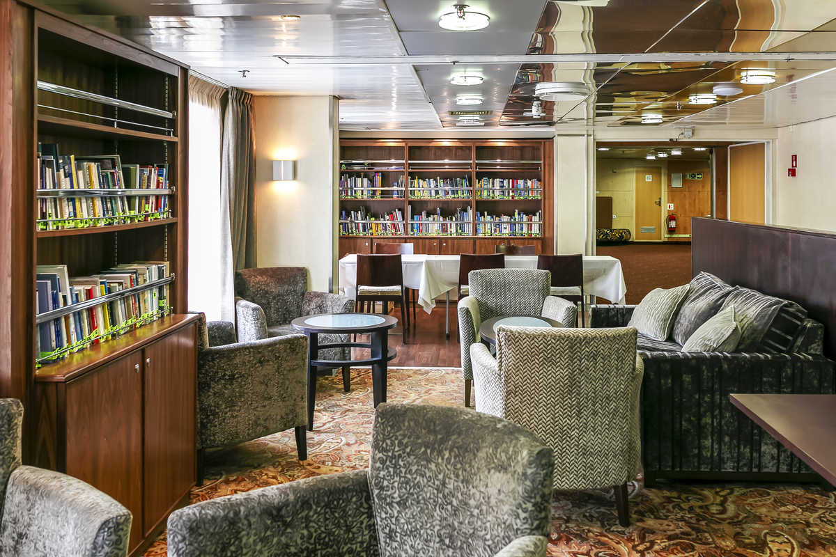 Library, Compass Club, Ocean Endeavour