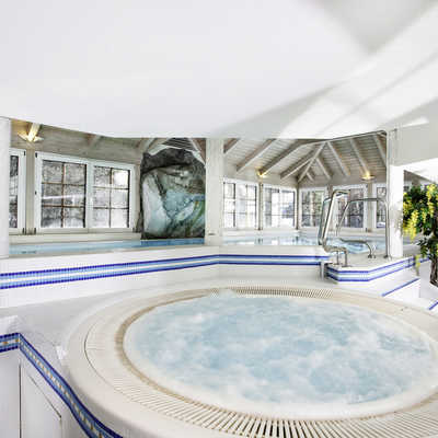 Swimming pool at Hotel Bergrose, Strobl
