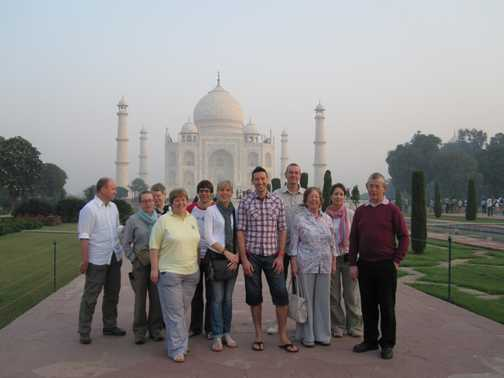 TOUR GROUP PHOTO AT TAJ MAHAL