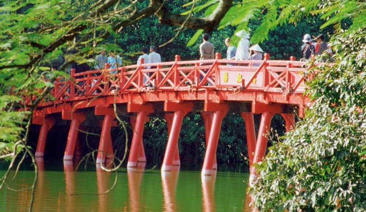 Huc Bridge, Haan Kiem Lake, Hanoi, Vietnam